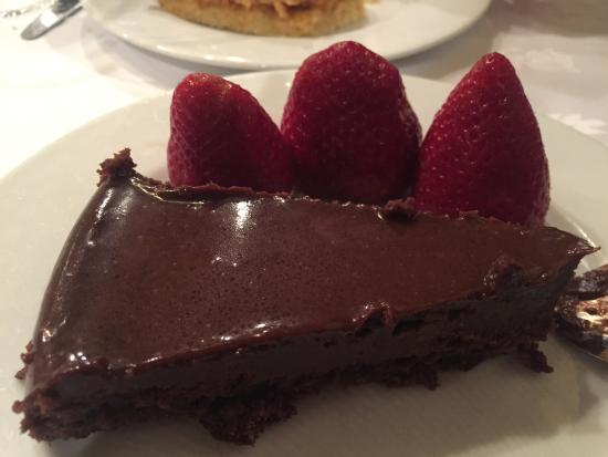 Gateau Au Chocolat Très Bon Photo De As Velhas Lisbonne Tripadvisor