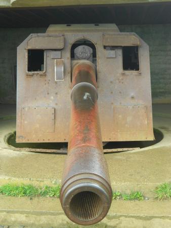 Longues-sur-Mer, Francia: cannone originale
