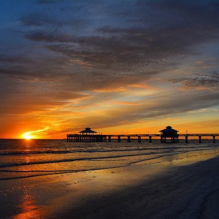 Fort Myers Beach, FL: Sunset Pier