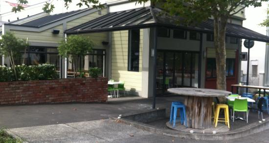 Mint Cafe and Bar: Outside seating