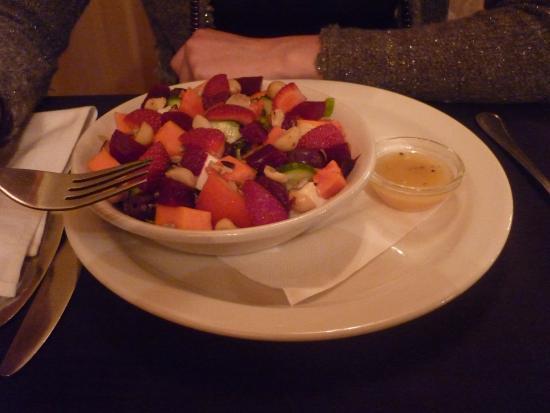 Wilderness, Südafrika: Salat mit Erdbeeren