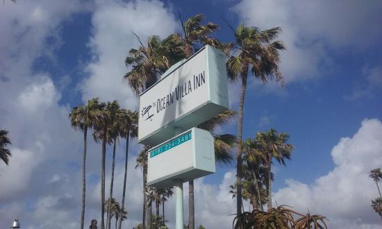 Ocean Villa Inn: Entrance sign