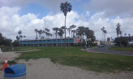 Ocean Villa Inn: view from the beach