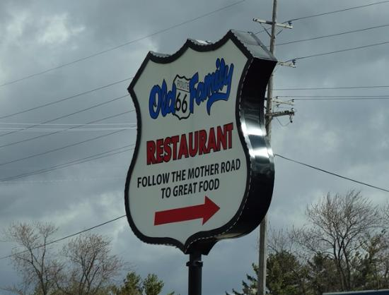 Dwight, IL: Old 66 Family Restaurant Sign