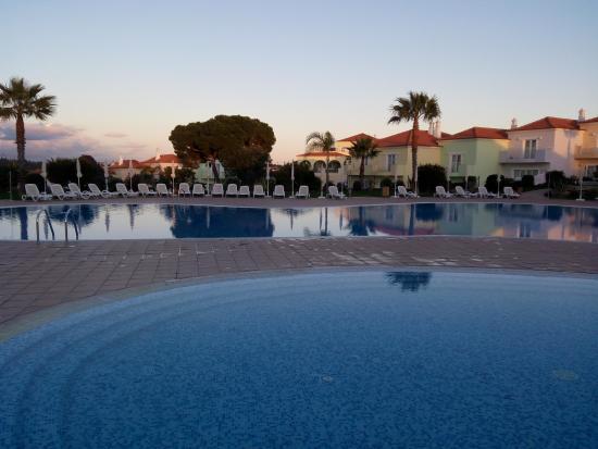 Albufeira Travel Guide - Shows Eden Resort Hotel