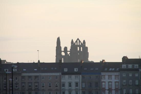 Seacliffe Hotel: Could see Whitby Abbey from our room