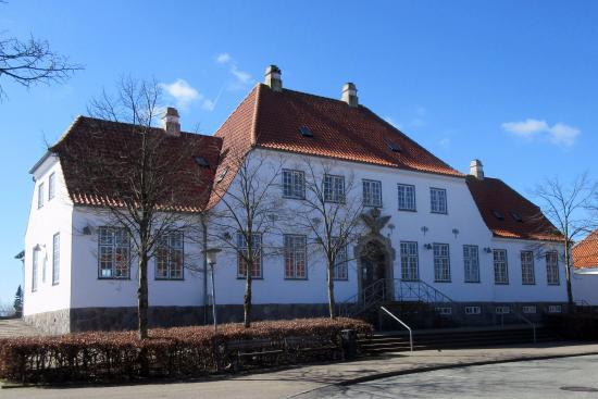 Vejen, الدنمارك: Vejen Station set fra banegårdspladsen