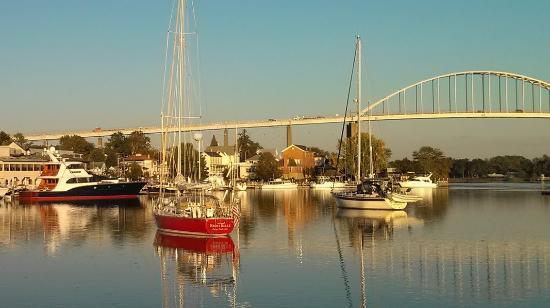 Chesapeake City, MD: We overlook Back Creek Basin