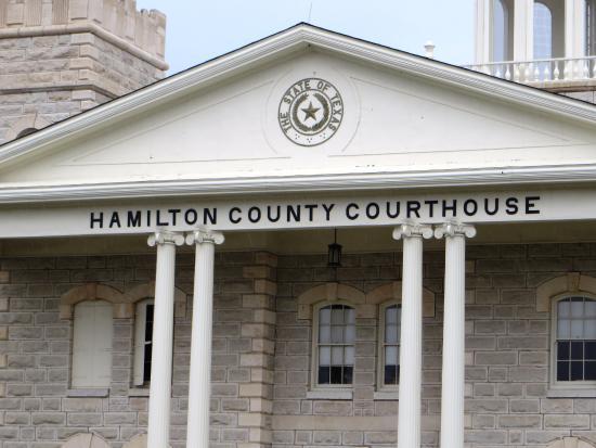 Hamilton, TX: courthouse facade