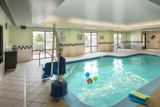 SpringHill Suites Charlotte Airport: Indoor Pool