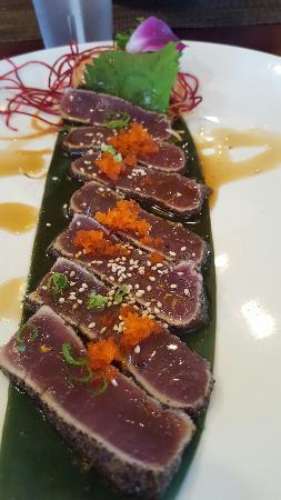 Hana Sushi: Best sushi on the island!