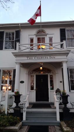 The Charles Hotel: Entrance to The Charles