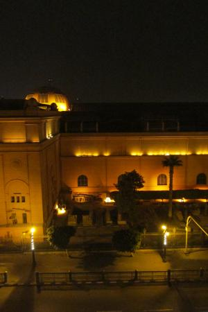 Egyptian Night Hotel: Night view of the Egyptian Museum