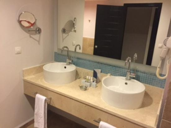 Very modern bathroom picture of iberostar playa pilar for Very modern bathrooms