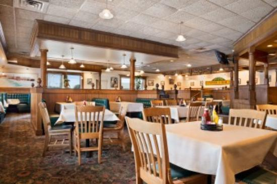 Days Inn - Rock Falls: Bar & Grill