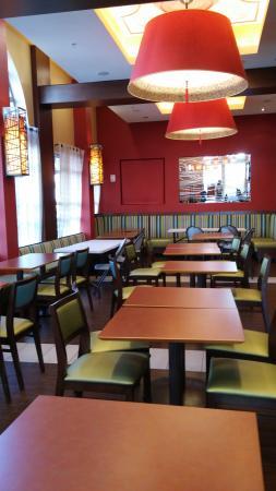 breakfast seating area picture of fairfield inn suites by rh tripadvisor com