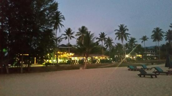 Khaolak Orchid Beach Resort: 20160403_185842_large.jpg