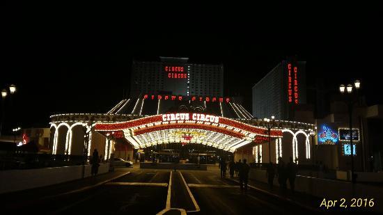 las vegas hotels near circus circus