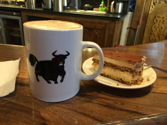 Himalayan Coffee: Loving hanging out in #Kangding - try the tiramisu or the carrot cake, they're delish!