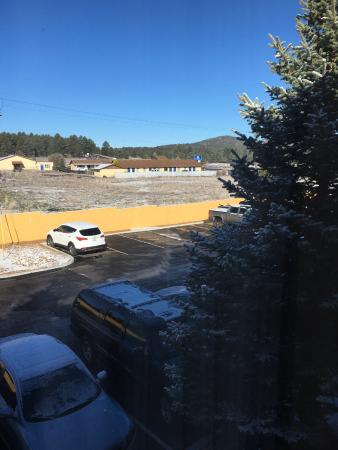Comfort Inn Near Grand Canyon: Overnight snow sprinkle - view from room