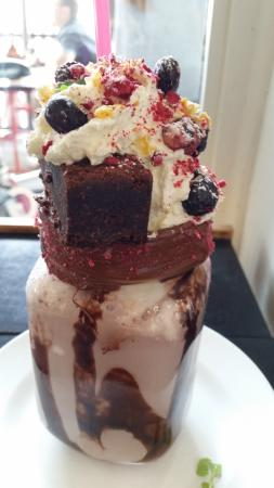 Naughty Boy Cafe: Chocolate and nutella insta shake!