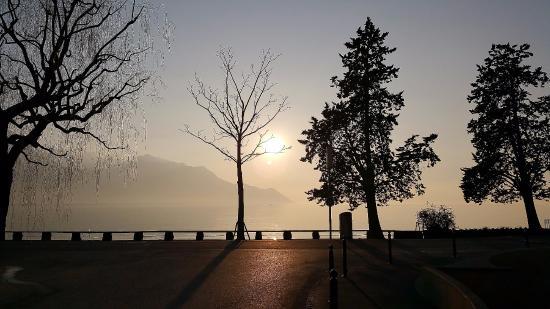 Montreux Youth Hostel: Mesmerising sunsets
