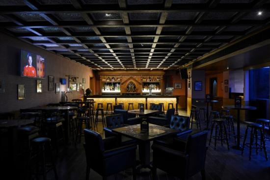 Goldfinch Hotel Mumbai : Cafe Mojo Pub & Bistro