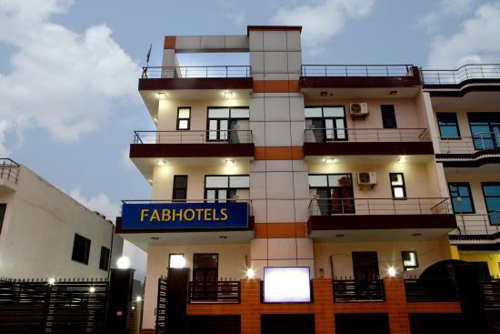 FabHotel Noida City Center II