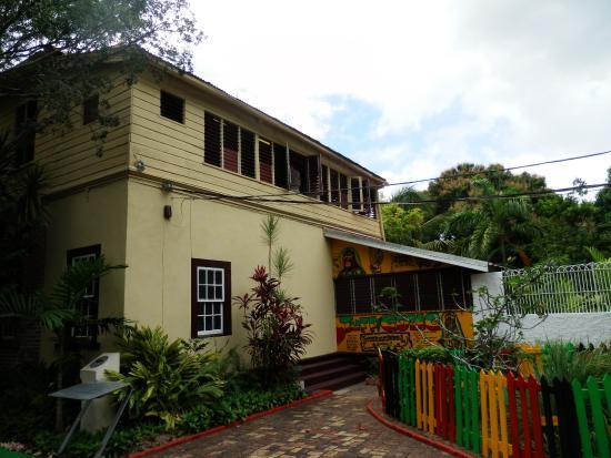 De Music Buzz : Bob Marleys Haus