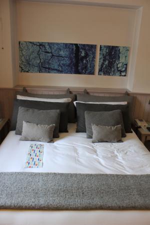Quart, Italia: il letto con menu di Bjork