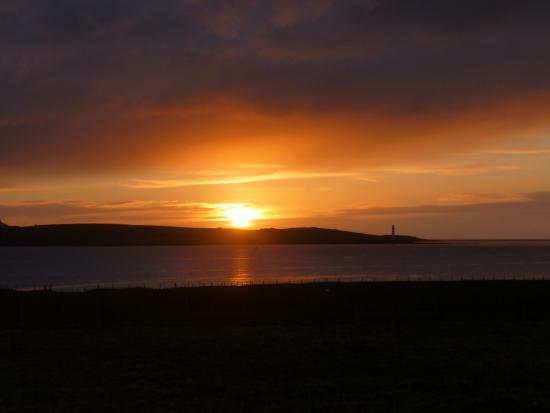 Orphir, UK: Buxa chalet sunset over Graemsay island