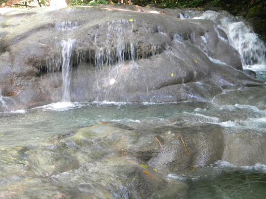 Tropical Breeze Villa: Gorgeous spots along the river