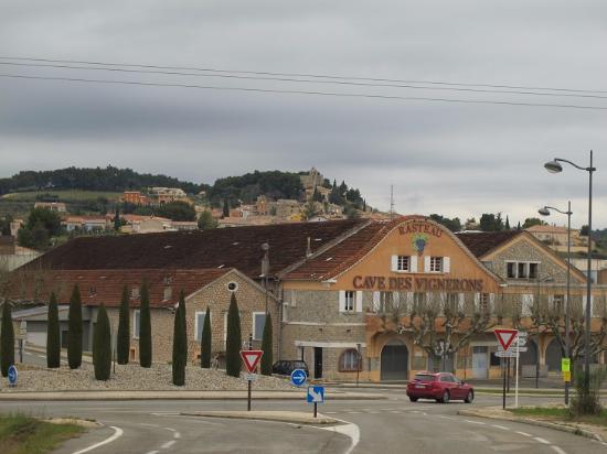 Rasteau, Francia: 以前の試飲場だった酒蔵ことカーヴ:Caveの建物