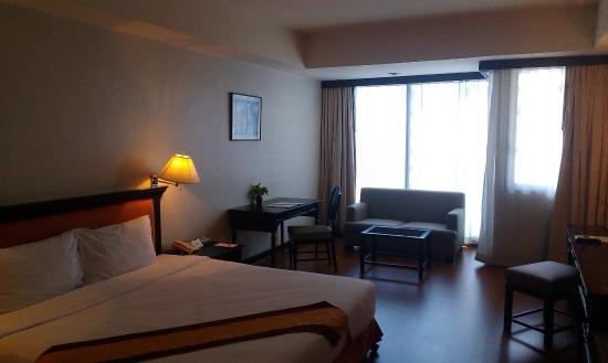 Tai-Pan Hotel: номер елюкс на 15 этаже