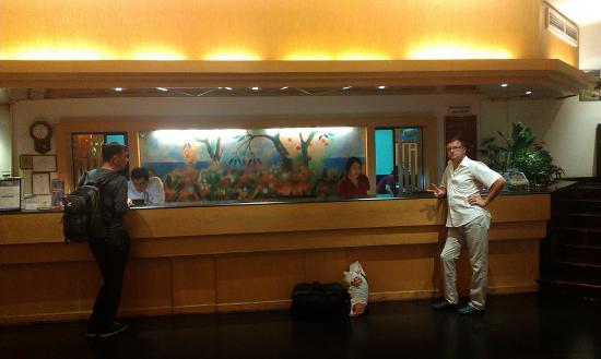Tai-Pan Hotel: Ресепшен