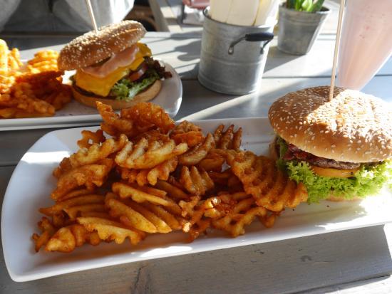 Burgerado: Bacon Burger mit Gitterkartoffeln