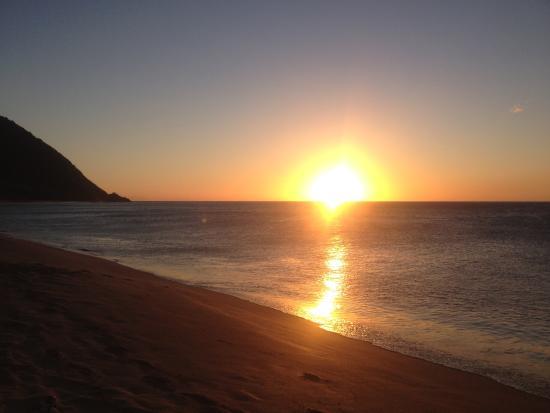 Coucher de soleil sur la plage de la grande anse photo - Horaire coucher du soleil aujourd hui ...