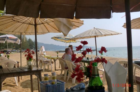 Tonson Beach Restaurant &Bar: Not far to stagger for an after lunch dip!