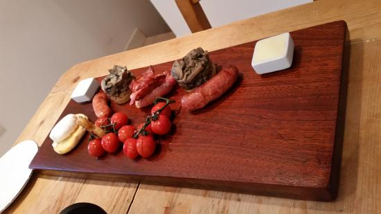 Mount Farm: Full English Breakfast