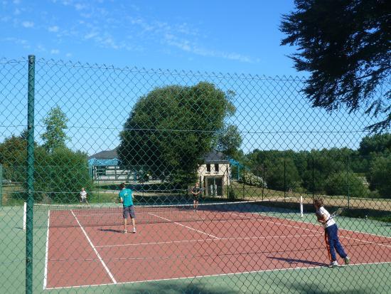 Merdrignac photos featured images of merdrignac cotes d for Dimension d un terrain de tennis