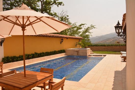 Nueva granada hotel colonial desde santa fe de for Piscina 402 granada precios