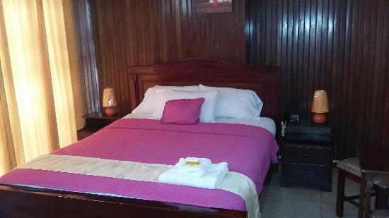 Hostal Perla Real Inn: TA_IMG_20160405_114126_large.jpg