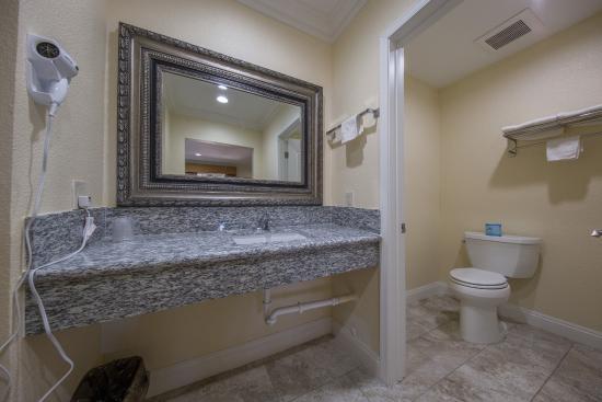 El Rancho Hotel : Granite Counters in the bathroom area