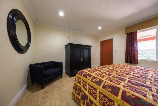 El Rancho Hotel : one of the smaller rooms