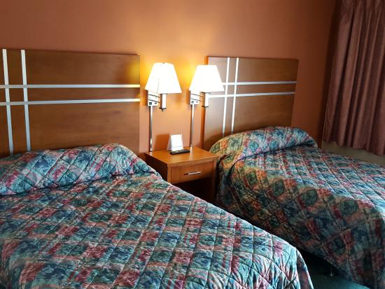 Traveler's Lodge: Double Bed Rooms!