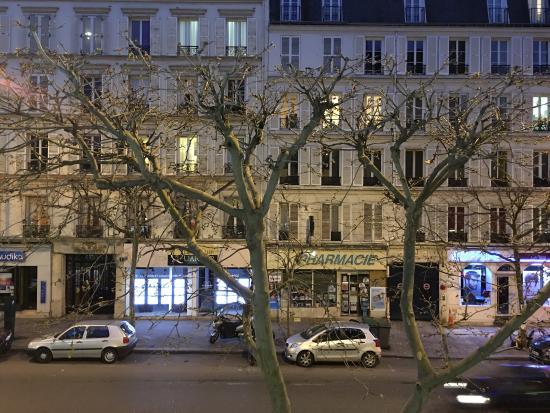 Hotel Daumesnil-Vincennes : Aus dem Fenster heraus ...