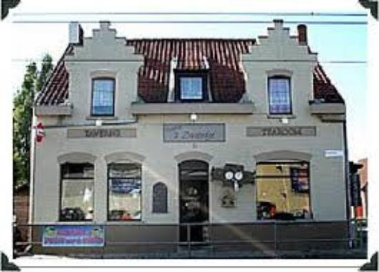 """Lombardsijde, België: Restaurant rechtover warenhuis """"Okay"""" met ruime parking"""