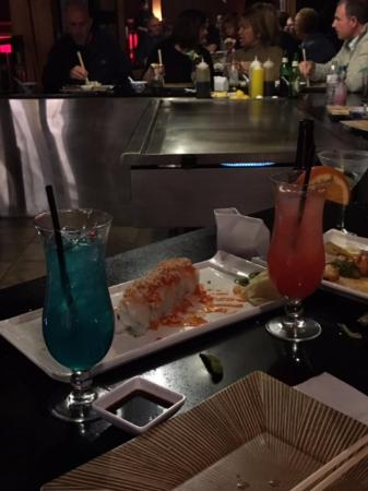 Swiftwater, Pensylwania: White Tuna Roll, Blue Ninja and Desaki Bomb drinks