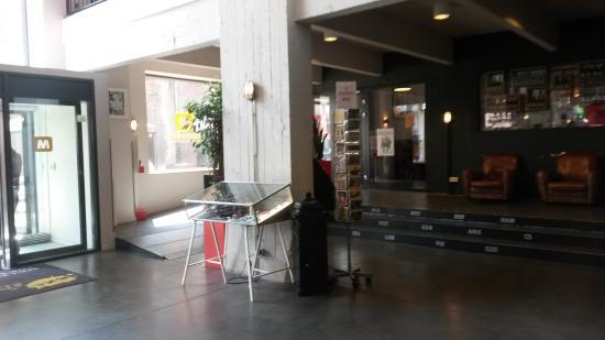 Saint-Jans-Molenbeek, Bélgica: MEININGER