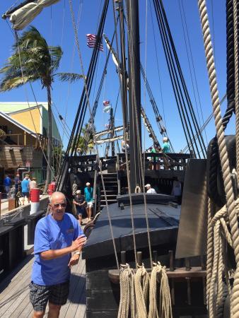 Бопхут, Таиланд: Nina and pinta ships were here. And we shopped and ate